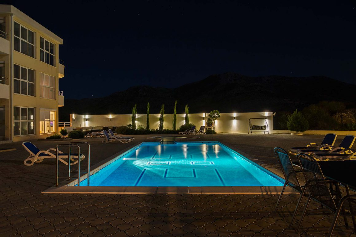 Luxury-Apartment-Alma-night-view-of-the-private-pool-and-terrace