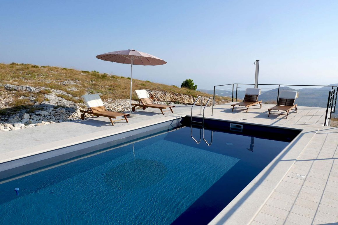 Luxury-Villa-Branko-private-pool-with-view-to-the-mountains-and-Dubrovnik-Riviera