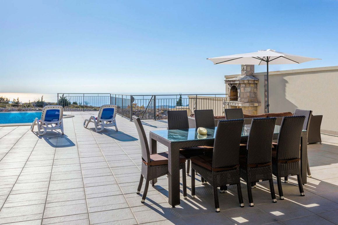 Luxury-Villa-Price-terrace-and-private-pool-and-view-to-the-Dubrovnik-Riviera