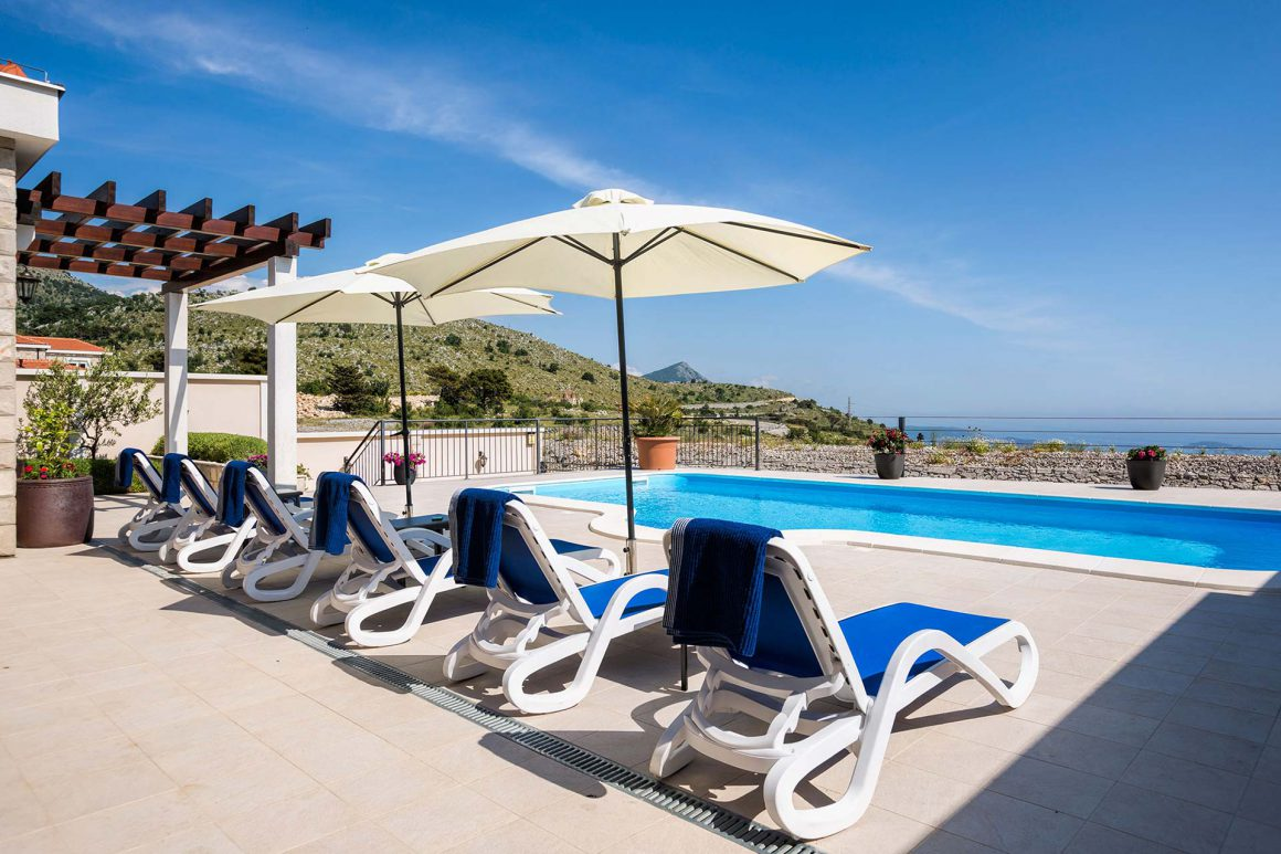 Luxury-Villa-Queen-extensive-terrace-with-private-salt-pool-and-view-to-the-Dubrovnik-Riviera