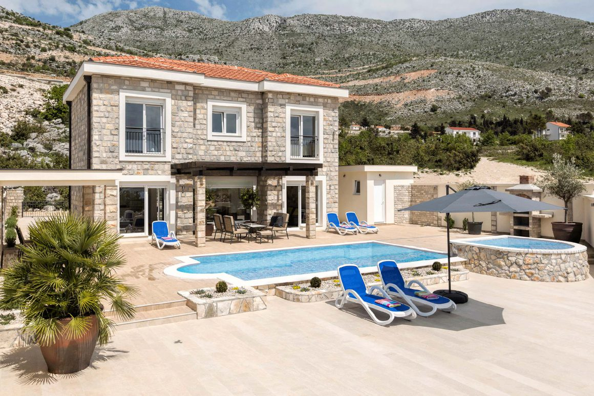 Luxury-Villa-Tamara-extensive-terrace-with-private-pool-and-jet-pool