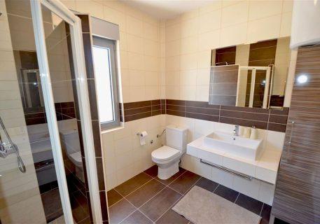 Villa Lule-ensuite bathroom to the Master bedroom with a walk in shower