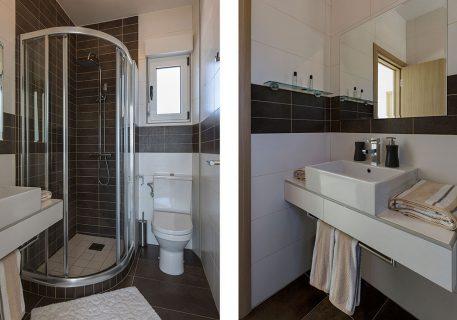 Villa Stone-ensuite bathroom to the master bedroom