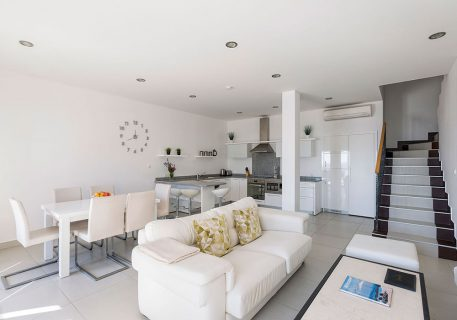 Villa Stone-lounge with Wi-Fi, air-conditioning, dining area, breakfast bar and kitchen