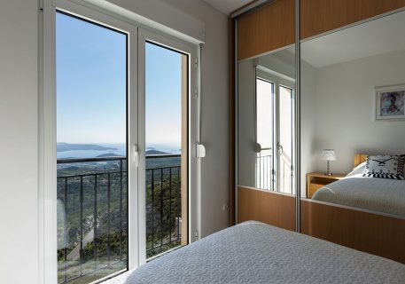 Villa Stone-twin room with built-in wardrobes, air-conditioning and breathtaking view to the Dalmatian coast