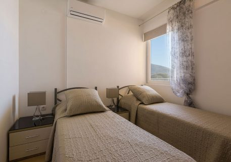 Apartment Nela-Twin room with A/C and Adriatic Sea view