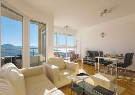 Apartment Petra-comfortable sofa bed, satellite TV, Wi-Fi and breath-taking view to the Dubrovnik Riviera