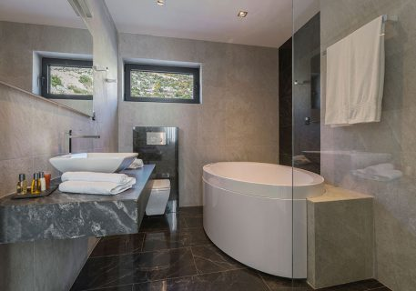 Villa Anna-adjoining bathroom to the Master bedroom with a large Jacuzzi bath