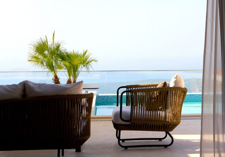 Villa Anna-quality outdoor sofas and private pool