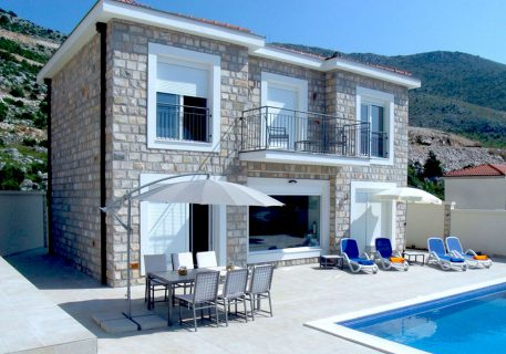 Villa Arc-the spacious terrace with pool offers different places to relax