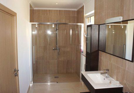 Villa Cruz-bathroom with large walk-in shower and bath