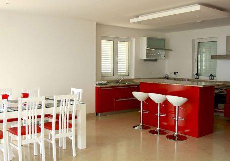 Villa Cruz-dining area, breakfast bar and kitchen