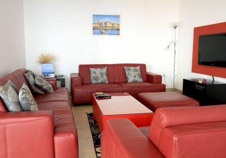 Villa Cruz-open plan lounge with satellite TV and Wi-Fi