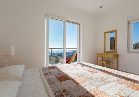 Villa Price-third Master bedroom with air-conditioning and view to the Adriatic Sea