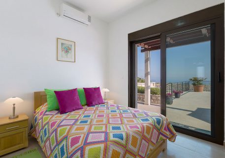 Villa Queen-Master bedroom and view to the pool and Dubrovnik Riviera