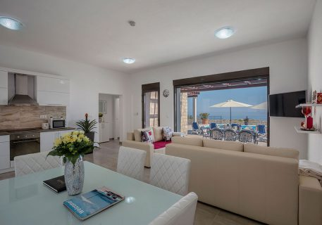 Villa Queen-open plan interior with indoor dining option, A/C, Wi-Fi, satellite TV and view to the pool