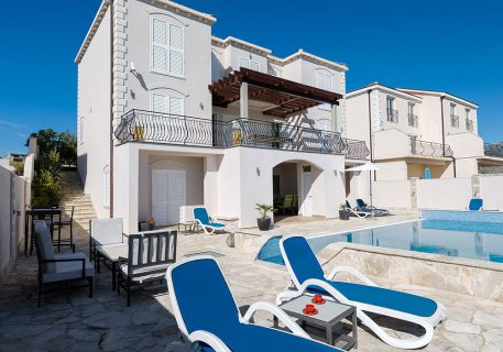 Villa Goja-accommodation offered on the pool level