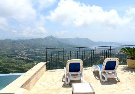 Villa Goja-private pool and sunbath area with view to the Dalmatian coast