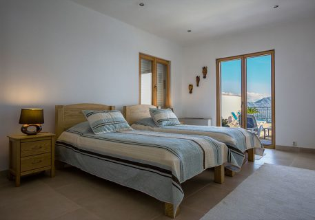 Villa Goja-twin room opening onto the terrace and private pool