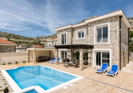 Luxury Villa Tamara with private pool and jet pool