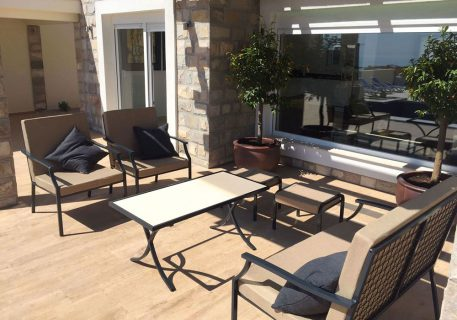 Villa Tamara-outdoor lounge area andpergola for shade