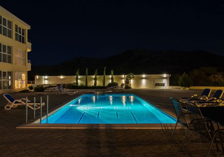 Luxury Apartments Iva-evening view of the large pool and children's splash pool