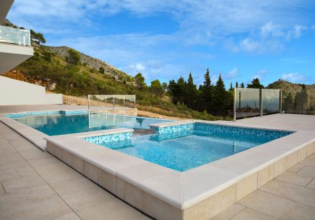 Villa-Andrea-large infinity pool and jet pool for your relaxation