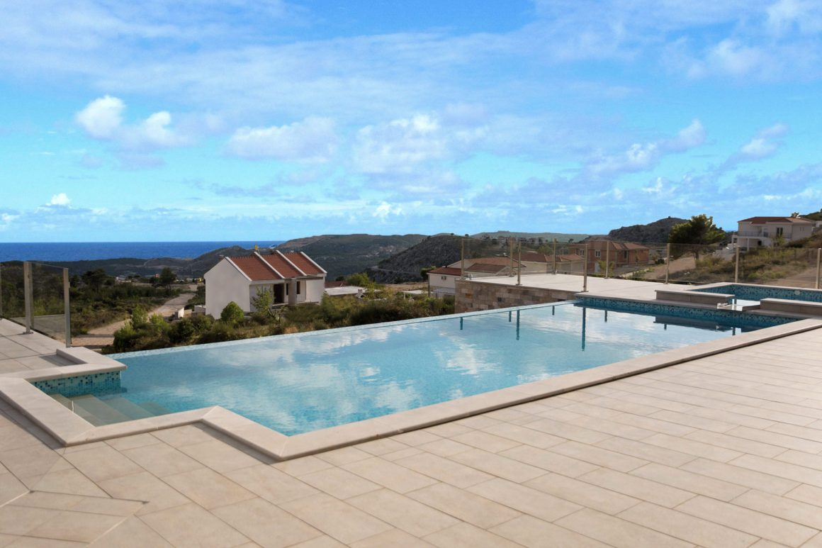 Villa-Andrea-spectacular-view-over-the-infinity-pool-and-Jet-pool-to-the-Adriatic-Sea