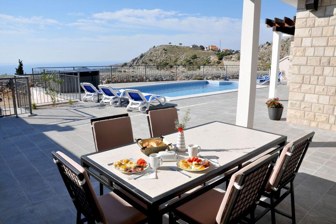 Villa-Violeta-private-pool-plus-jacuzzi-and-dine-alfresco-with-view-to-the-dubrovnik-riviera
