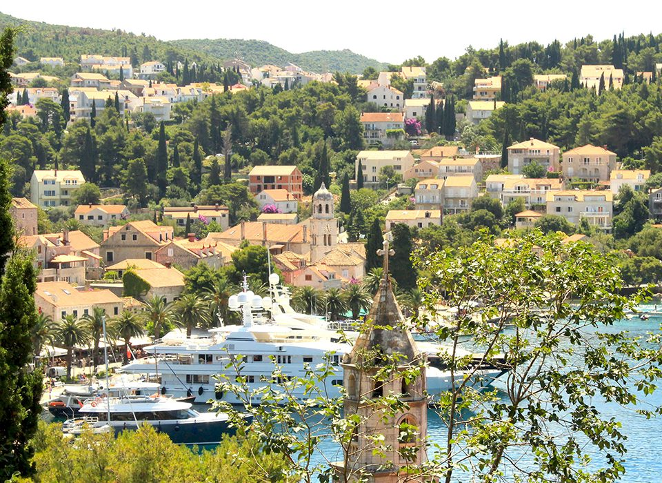 Explora Cavtat-A view from the top of this stunning fishing village to the luxury yacht marina