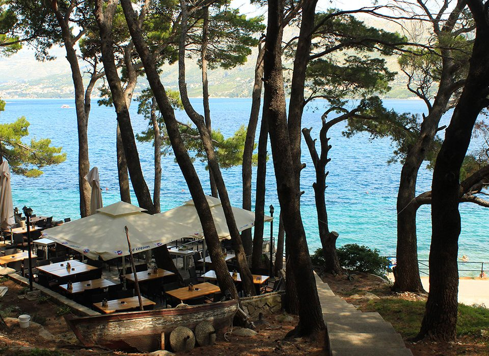 Explore Cavtat-Lunch in a shaded beach bar and restaurant with a view of Dubrovnik