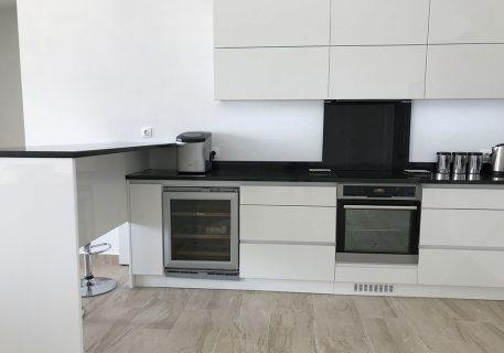 Villa Leni-Fully fitted kitchen with microwave, ice machine and additional wine fridge