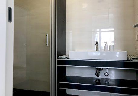 Villa Leni-Master room en suite with large walk in shower
