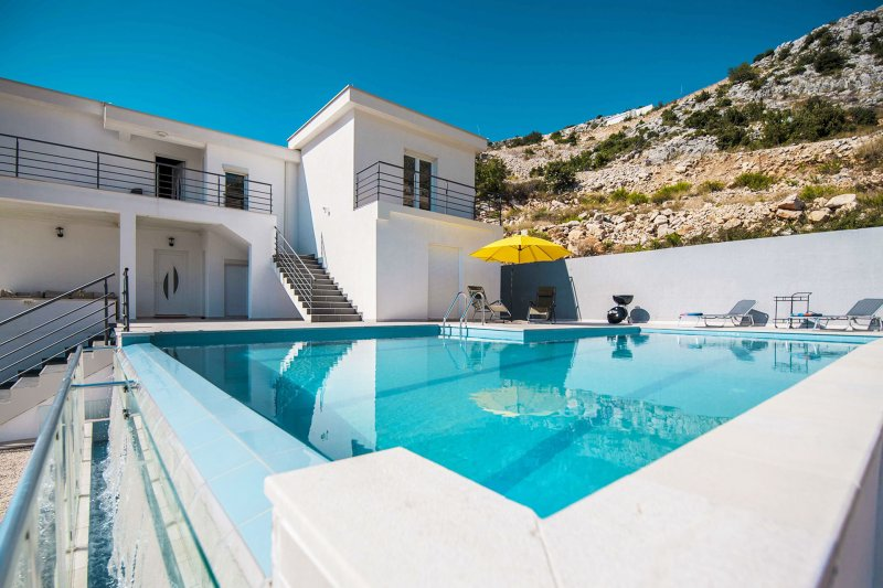 Apartment Alice-Private infinity pool & sun bathing terraces