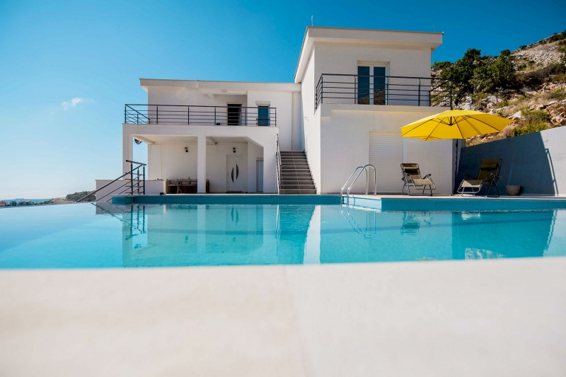 Apartment Alice-The apartment is located on the second floor of this stunning villa with private pool