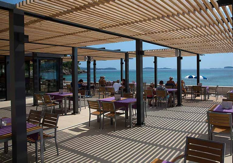 A spectacular view to enjoy with dinner-Restaurant and cafe bar Oleander