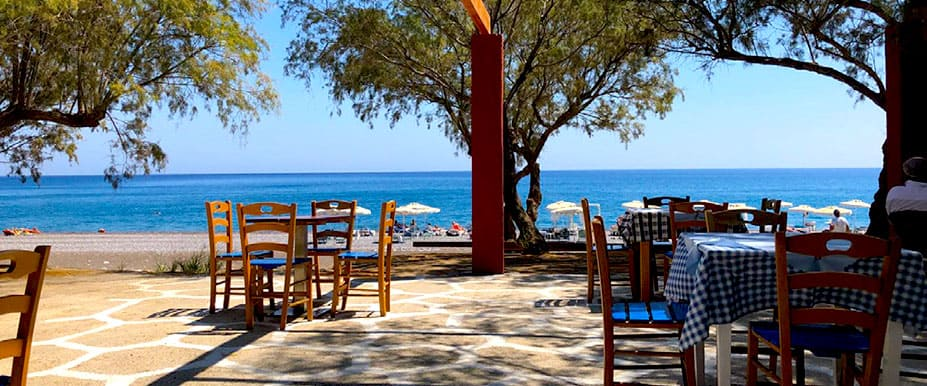 I lovely beach side terrace and bar with a good lunchtime menu of salads and homemade pizza