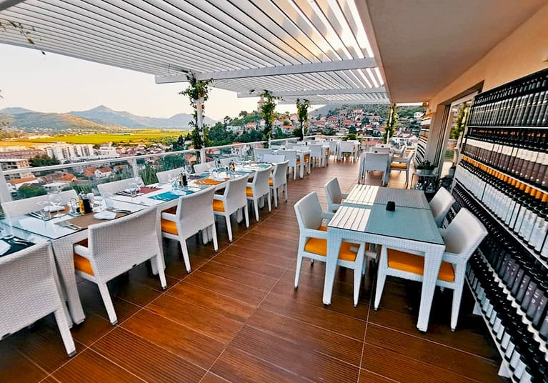 A stunning open air terrace to dine and drink fine wines-Winery and restaurant Vukoje
