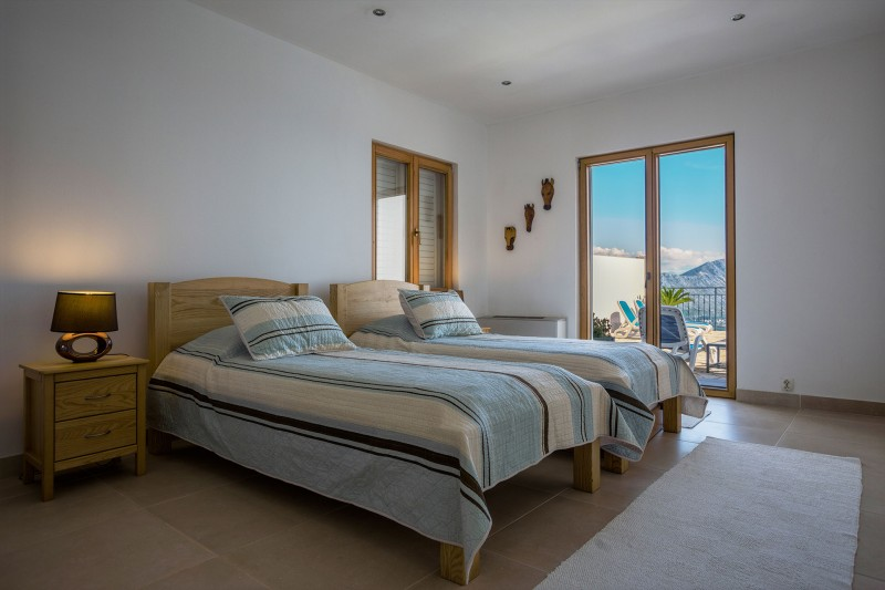 Luxury Apartment Goja-Twin room opening onto the terrace and private pool