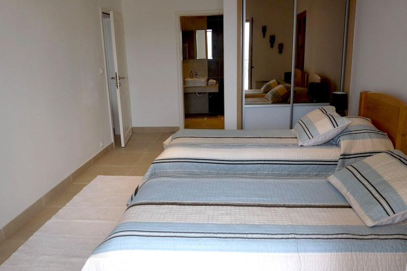 Luxury Apartment Goja-Twin room with air-conditioning and built-in wardrobes and en suite bathroom