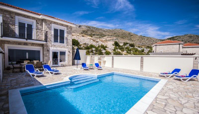 Luxury-Villa-Layla-and-its-large-pool-and-terrace-thumbnail
