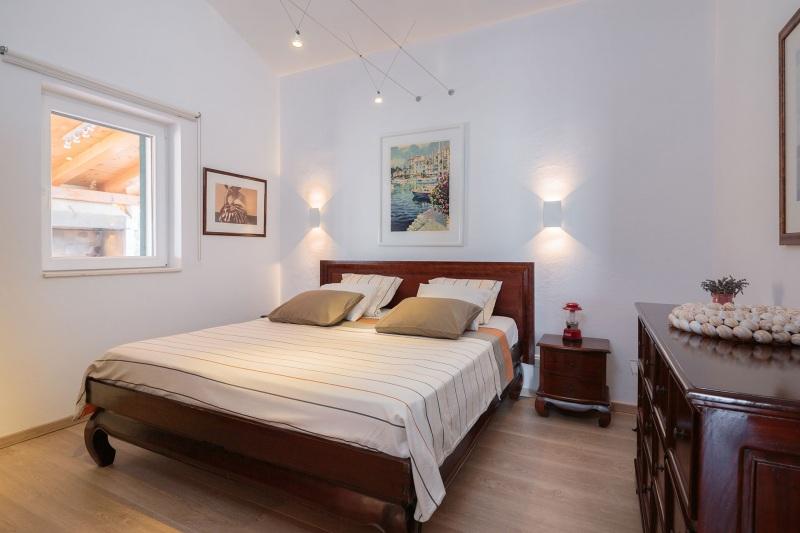 Luxury Villa Zizanj-Master bedroom with king sized bed, en suite